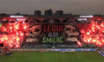 Hráči Legie Varšava dostali pár výchovných faciek od vlastných Ultras!